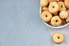 Biscuits de biscuit du plat photos libres de droits