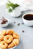 Biscuits de biscuit du plat image libre de droits