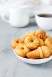 Biscuits de biscuit du plat photographie stock libre de droits