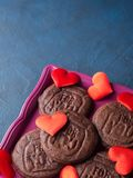 Biscuits de chocolat pour le jour du ` s de Valentine Photos libres de droits