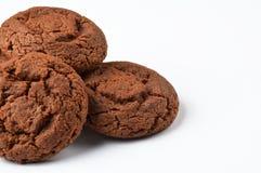 Biscuits de chocolat sur le blanc image stock