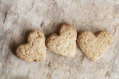 Biscuits de coeur, amour ou idée de jour de valentines Photographie stock libre de droits