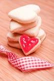 Biscuits de coeur avec le ruban Photo stock