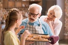 Biscuits de cuisson de famille photo libre de droits