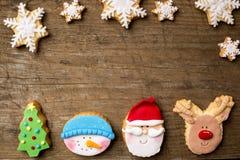 Biscuits de fête avec des flocons de neige photo libre de droits