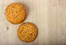 Biscuits de farine d'avoine avec des céréales image stock
