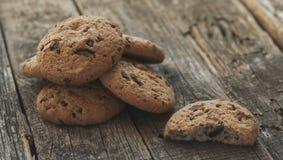 Biscuits de farine d'avoine avec des raisins secs photo libre de droits