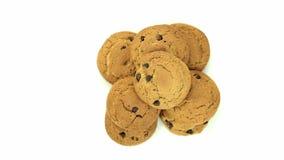 Biscuits de farine d'avoine d'isolement sur le fond blanc banque de vidéos