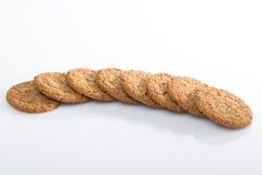 Biscuits de farine d'avoine dans la ligne Images stock
