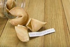 Biscuits de fortune avec la bonne prévision Image libre de droits