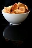 Biscuits de fortune dans une cuvette Photo stock