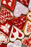 Biscuits de jour du ` s de Valentine Biscuits en forme de coeur pour le jour du ` s de valentine Biscuits en forme de coeur rouge Photographie stock