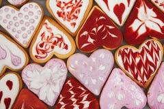 Biscuits de jour du ` s de Valentine Biscuits en forme de coeur pour le jour du ` s de valentine Biscuits en forme de coeur rouge Photo stock