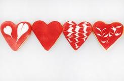 Biscuits de jour du ` s de Valentine Biscuits en forme de coeur pour le jour du ` s de valentine Biscuits en forme de coeur rouge Photos libres de droits