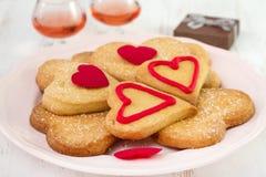 Biscuits de la plaque avec du vin Photographie stock libre de droits