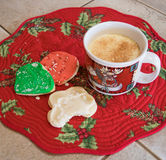 Biscuits de lait de poule et de Noël photo stock