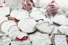 Biscuits de Noël avec le glaçage photo stock