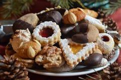 Biscuits de Noël d'une plaque image stock