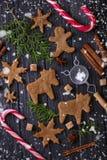 Biscuits de Noël dans la forme des cerfs communs et du flocon de neige Photo libre de droits