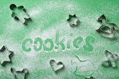 Biscuits de Noël de traitement au four photo libre de droits
