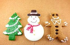 Biscuits de Noël ; l'homme de neige, l'arbre de Noël et le gingembre panent l'homme Images libres de droits