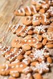 Biscuits de Noël sur en bois Photographie stock