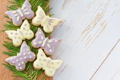Biscuits de Pâques avec l'herbe Photos libres de droits