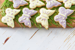Biscuits de Pâques avec l'herbe Image stock