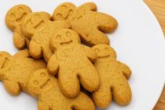 Biscuits de pain d'épice de plat Photographie stock