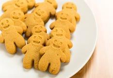 Biscuits de pain d'épice de plat Image libre de droits
