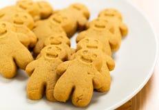 Biscuits de pain d'épice de plat Photographie stock libre de droits