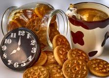 Biscuits de petit déjeuner et chocolat au lait illustration stock