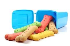 Biscuits de poubelle et de chien de déchets Photo stock