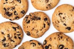 Biscuits de puce de chocolat d'isolement sur le fond blanc Photo stock