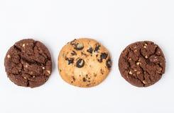 Biscuits de puce de chocolat d'isolement sur le fond blanc Photo libre de droits