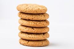 Biscuits de puce de chocolat d'isolement sur le fond blanc Image libre de droits