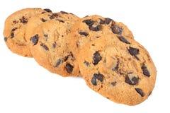 Biscuits de puce de chocolat d'isolement sur le fond blanc biscuits doux Pâtisserie faite maison image libre de droits