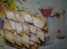 Biscuits de puce de chocolat d'isolement sur le fond blanc Pâtisserie faite maison Images libres de droits
