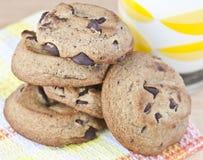 Biscuits de puce de chocolat Photographie stock