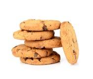 Biscuits de puce de chocolat d'isolement sur le fond blanc Photos stock
