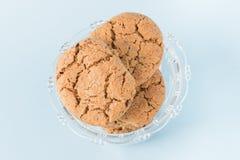 Biscuits de puce de chocolat dans une cuvette Images libres de droits