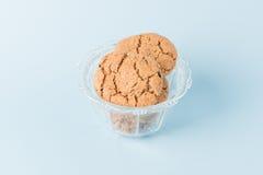Biscuits de puce de chocolat dans une cuvette Photos libres de droits