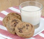 Biscuits de puce et de noix de pécan de Chocoloate Images stock