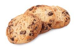 Biscuits de puces de chocolat d'isolement sur le fond blanc Image libre de droits