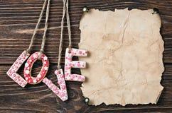 Biscuits de Saint-Valentin et vieux papier Images stock