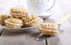 Biscuits de sandwich à avoine image stock