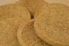 Biscuits de sucre arrosés avec de la cannelle images libres de droits