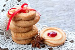 Biscuits de sucre avec la confiture Photo stock