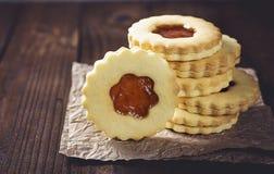 Biscuits de sucre de beurre formés comme des fleurs Photos stock