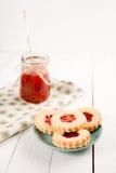 Biscuits de sucre de beurre formés comme des fleurs Photo libre de droits